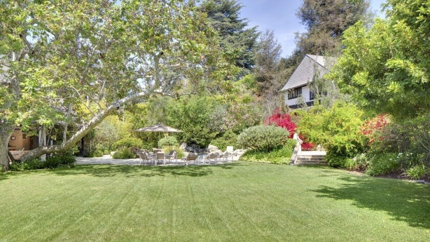 Bob Newhart 8217 S Former Estate Now Razed Lists As A Vacant Lot For 26 Million Los Angeles Times