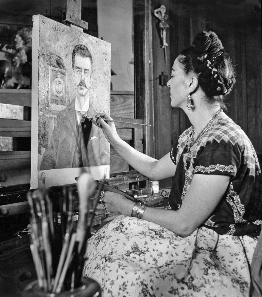 Una Frida Kahlo diferente se muestra en una exposición de fotos en el museo Bowers, en Santa Ana