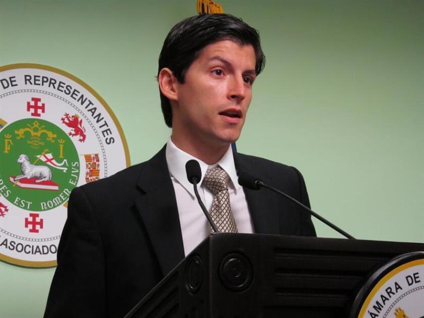 Los representantes de Puerto Rico Manuel Natal Albelo y Luis Vega Ramos, anunciaron la presentación de un proyecto de ley que enmendaría la Ley de Ética Gubernamental para aclarar la jurisdicción y alcance de la representación del gobernador de Puerto Rico ante la Junta de Control Fiscal, establecida por el Gobierno de Estados Unidos. EFE/ARCHIVO