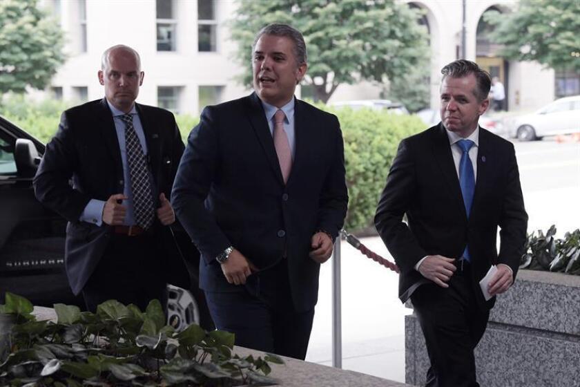 El presidente electo de Colombia, Iván Duque (c), llega al Departamento de Estado estadounidense. EFE