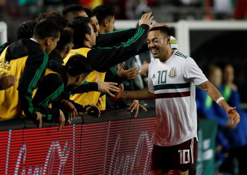 Marco Fabian of Mexico (R) celebrates with teammates after scoring a goal against Iceland during the first half of their friendly soccer match at Levi's Stadium in Santa Clara, California, USA, 23 March 2018. (Futbol, Amistoso, Islandia, Estados Unidos) EFE