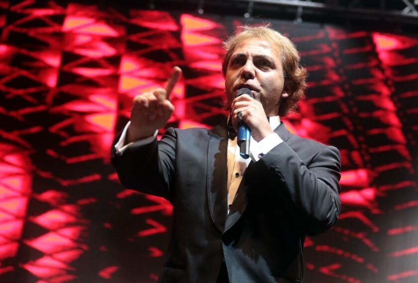 El cantante Cristian Castro en su show de anoche.