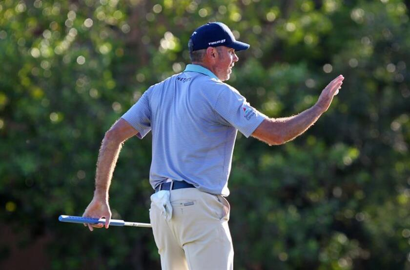 El estadounidense Matt Kuchar participa hoy, viernes 9 de noviembre de 2018, en la segunda ronda del Mayakoba Classic de la PGA, en Playa del Carmen, en el estado de Quintana Roo (México). EFE