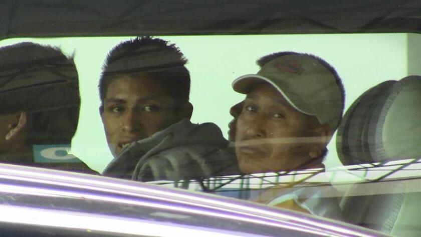 Un total de 24 migrantes guatemaltecos fueron detenidos cuando viajaban a la Ciudad de México en un autobús cuyo conductor quedó detenido por posible tráfico de personas, informó hoy la Comisión Nacional de Seguridad de México. EFE/ARCHIVO/STR
