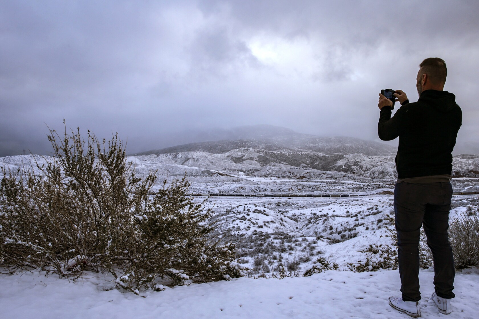 Snow comes to L A , with powder in Malibu, Pasadena, West