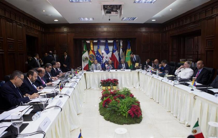Vista general de la reunión de representantes del Gobierno y la oposición de Venezuela, en un nuevo proceso de diálogo y búsqueda a una salida a la grave crisis política y económica que atraviesa el país hoy, viernes 1 de diciembre de 2017, en Santo Domingo (República Dominicana). EFE