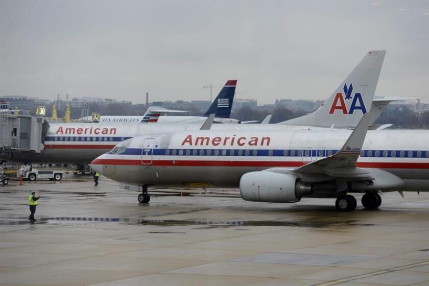Vista de unos aviones de American Airlines en el aeropuerto Reagan de Arlington (Virginia, Estados Unidos). EFE/Archivo