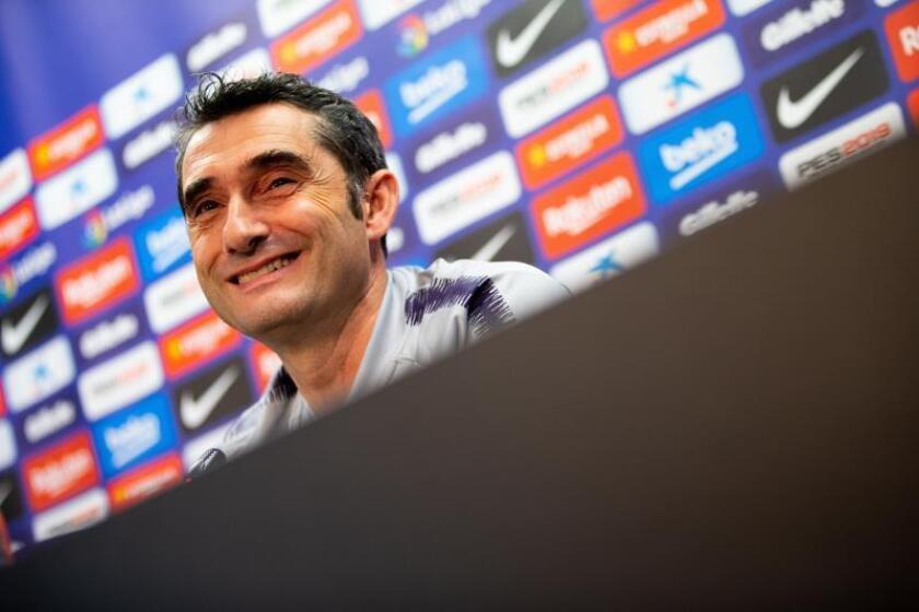 El entrenador del FC Barcelona, Ernesto Valverde, durante la rueda de prensa que ha ofrecido esta tarde antes del entrenamiento del equipo en la ciudad deportiva Joan Gamper para preparar el partido de vuelta de octavos de final de Copa del Rey que mañana disputarán ante el Levante. EFE