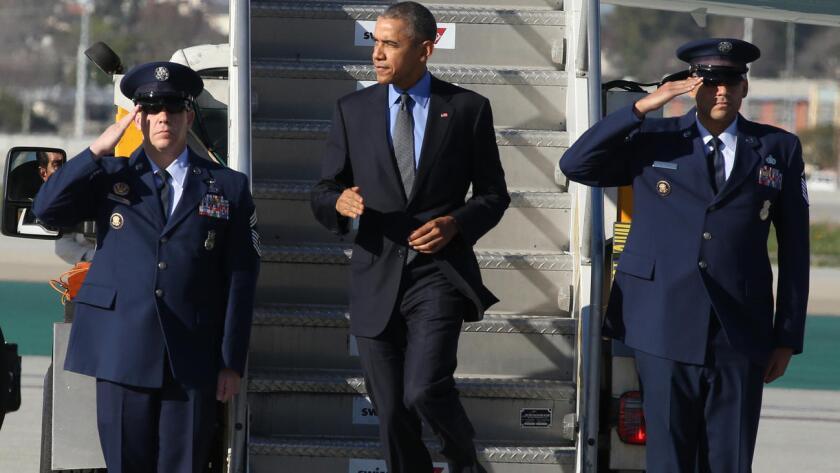 Obama llega a Los Ángeles donde fue recibido con protestas por las deportaciones de centroamericanos.