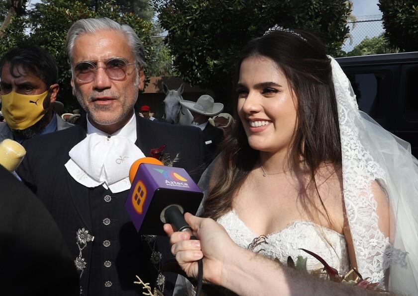 El cantante mexicano Alejandro Fernández  y su hija Camila