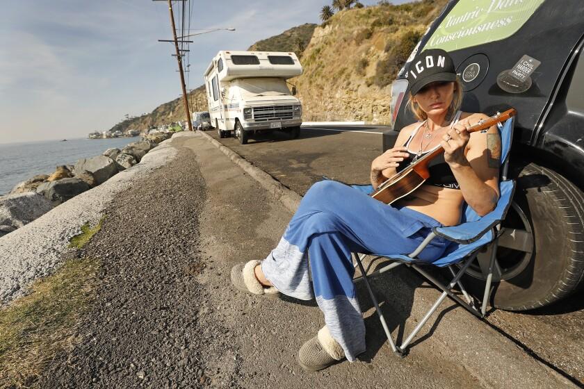 478234_la-me_pch-homeless_13_ALS.jpg