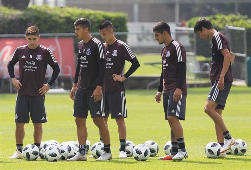 Los jugadores de la selección mexicana de fútbol entrenan en Ciudad de México (México). EFE/Archivo
