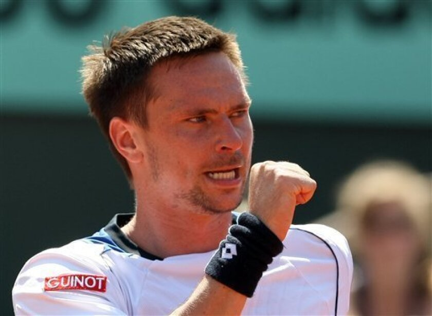 Sweden's Robin Soderling reacts as he plays Czech Republic's Tomas Berdych during their semifinal match for the French Open tennis tournament at the Roland Garros stadium in Paris, Friday, June 4, 2010.(AP Photo/Lionel Cironneau)