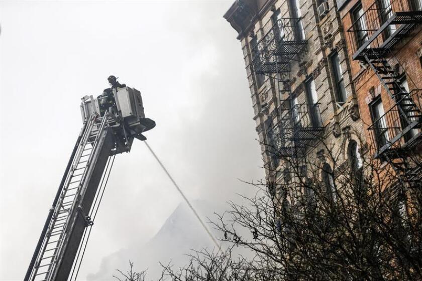 Una mujer y su hija adulta murieron hoy en un fuego en el edificio en que vivían en el distrito de Brooklyn, que dejó a 72 personas sin hogar, entre ellas veinticinco niños. EFE/Archivo