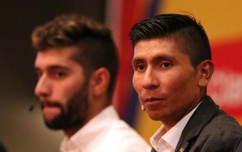 Fotografía tomada el pasado 14 de enero en la que se registró a los ciclistas colombianos Nairo Quintana (d) y Fernando Gaviria (i), durante la presentación del Tour Colombia 2.1, en Bogotá (Colombia). EFE/Archivo