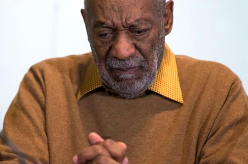 En esta foto del 6 de noviembre del 2014, el comediante Bill Cosby hace una pausa durante una conferencia de prensa. (AP Foto/Evan Vucci, Archivo)