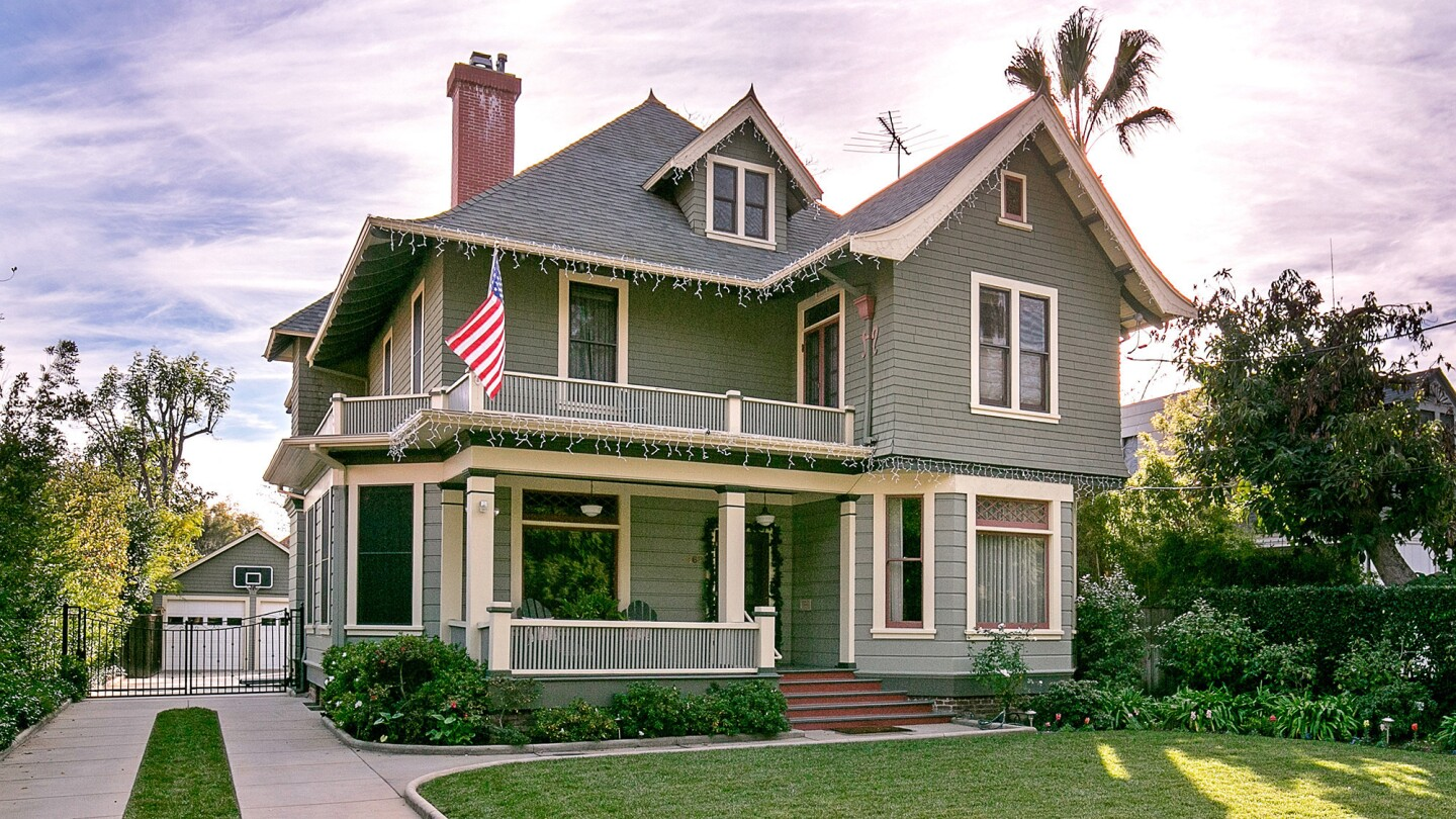 Vintage SoCal | Pasadena roots run deep at this hybrid Queen Anne-style Victorian