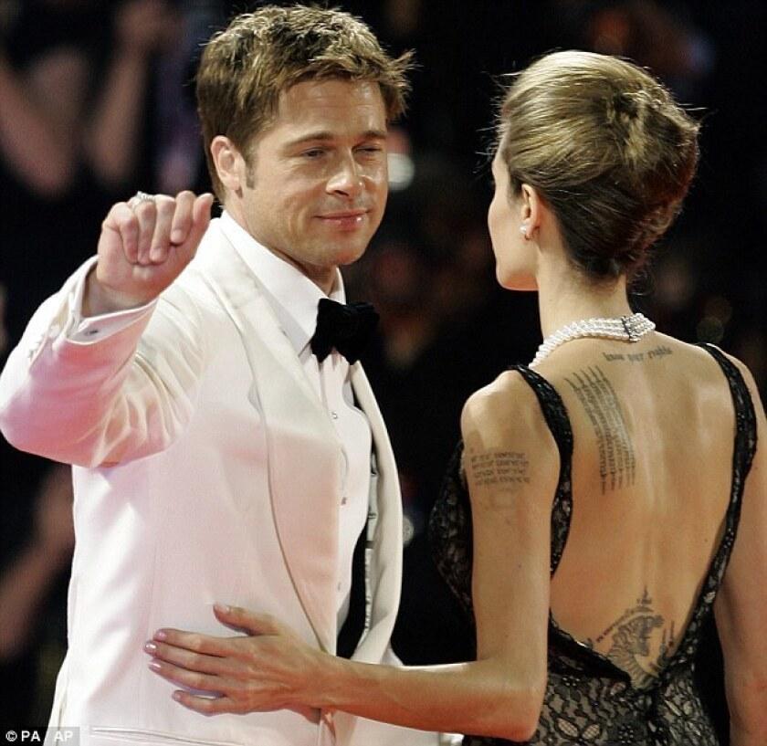 Angelina Jolie comenzó el procedimiento para remover de su cuerpo los tatuajes relacionados con Brad Pitt, de quien solicitó el divorcio en septiembre.