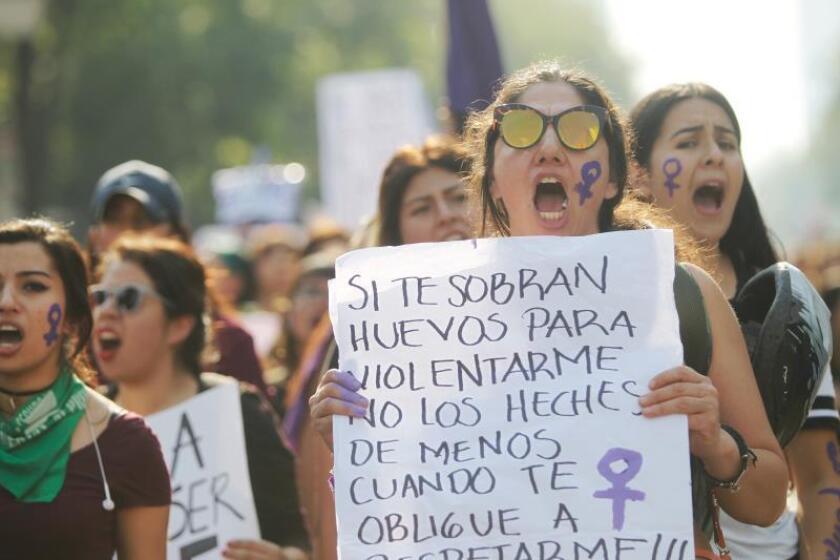 Miles de mujeres participan en una marcha para demandar un alto a los feminicidios y a los intentos de secuestro que han ido en aumento en las últimas semanas en Ciudad de México (México). EFE/Sáshenka Gutiérrez/Archivo