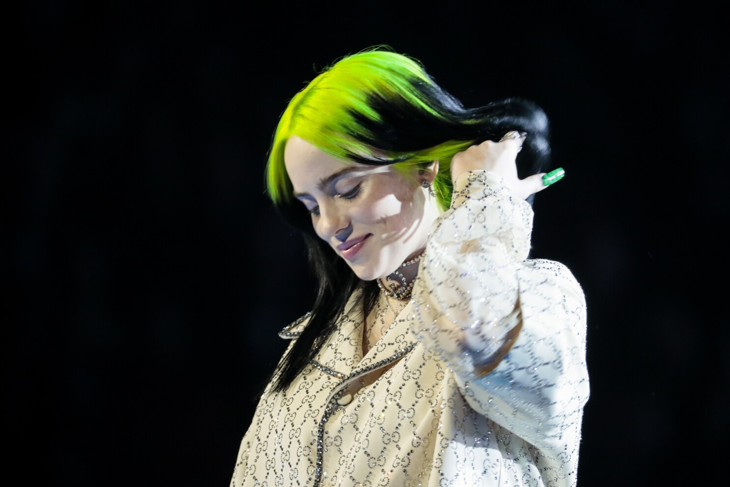 Billie Eilish Sweeps 2020 Grammys Winning Album Record Song And Best New Artist Los Angeles Times