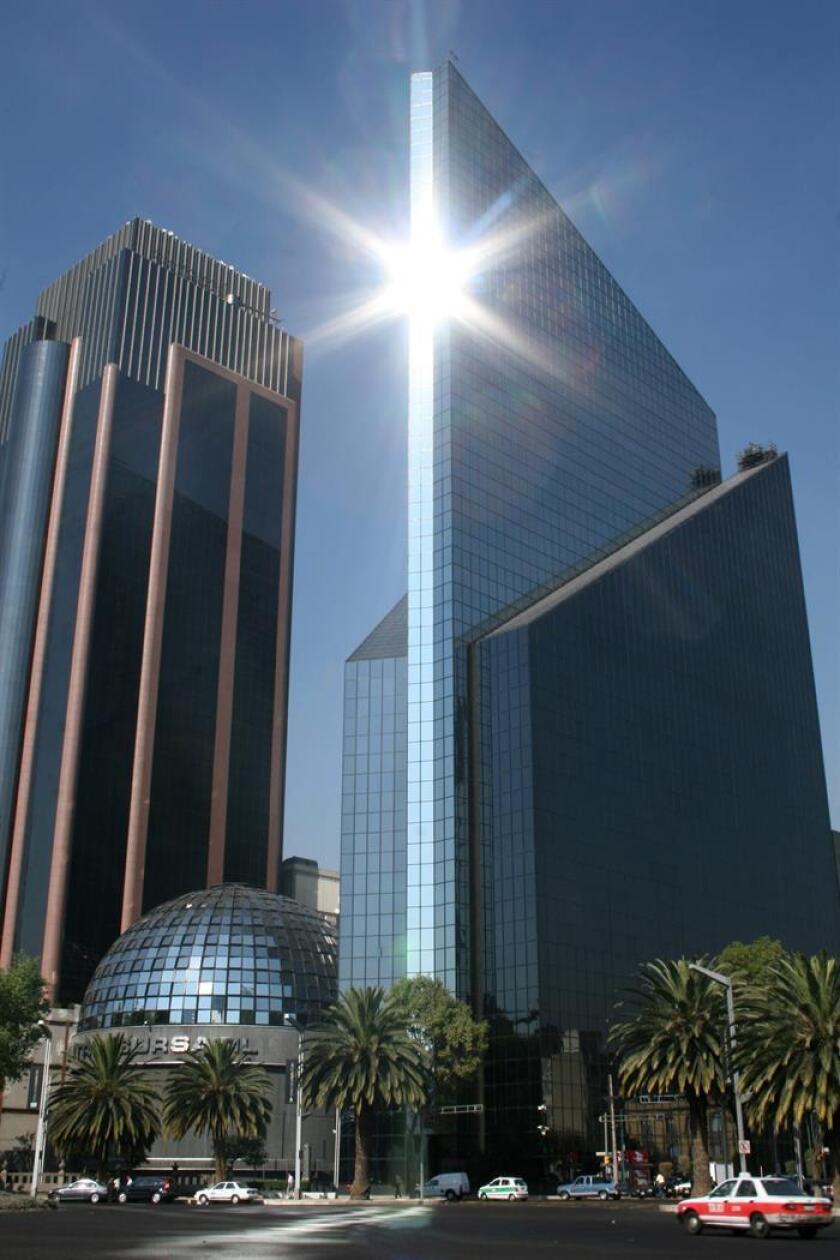 Vista del exterior de la Bolsa Mexicana de Valores. EFE/Archivo