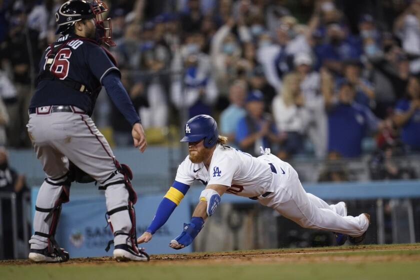 Dodgers' Justin Turner scores past Atlanta Braves catcher Travis d'Arnaud.