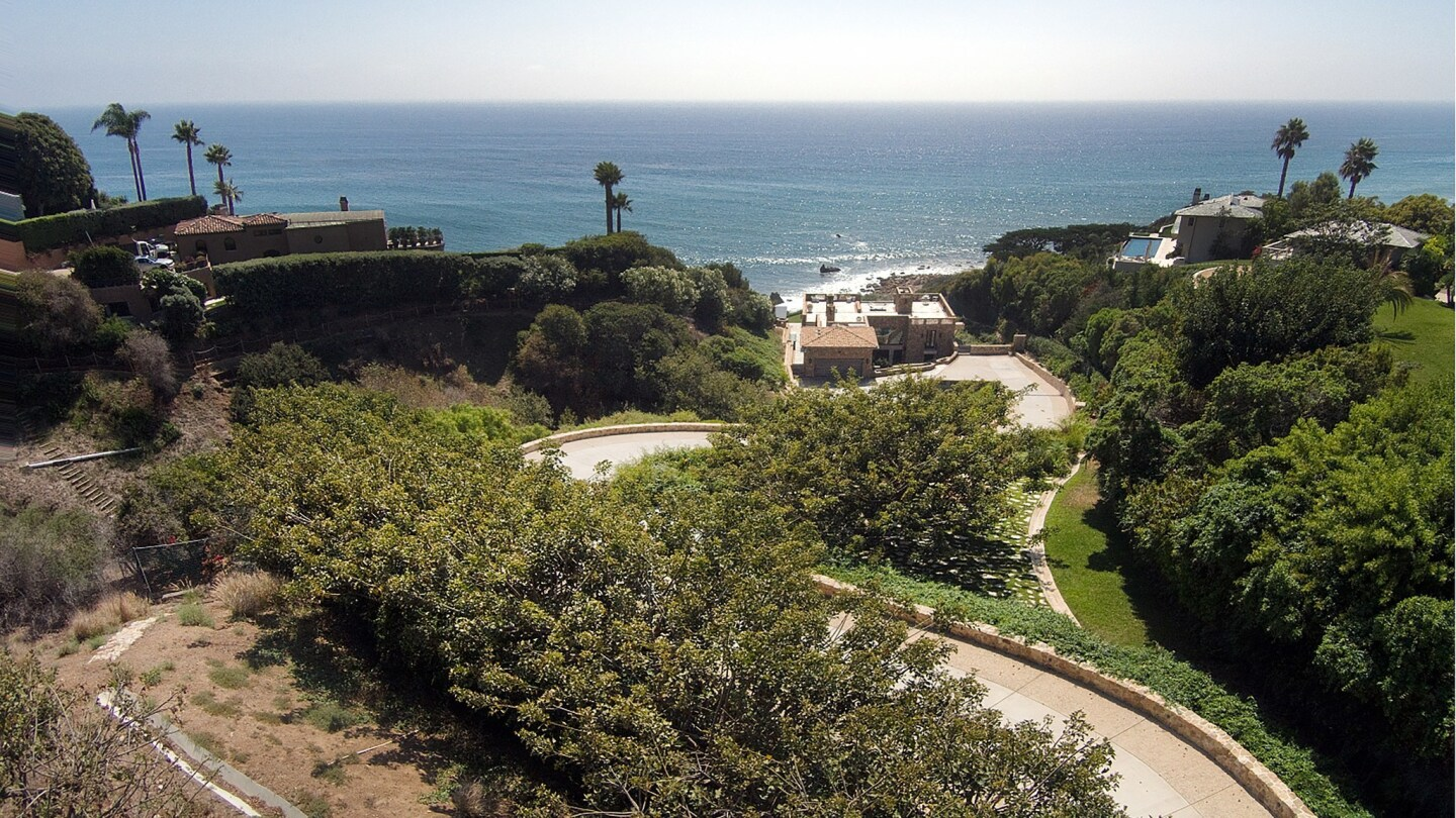 Home of the Day: A rustic ocean-view retreat in Malibu's Encinal Bluffs