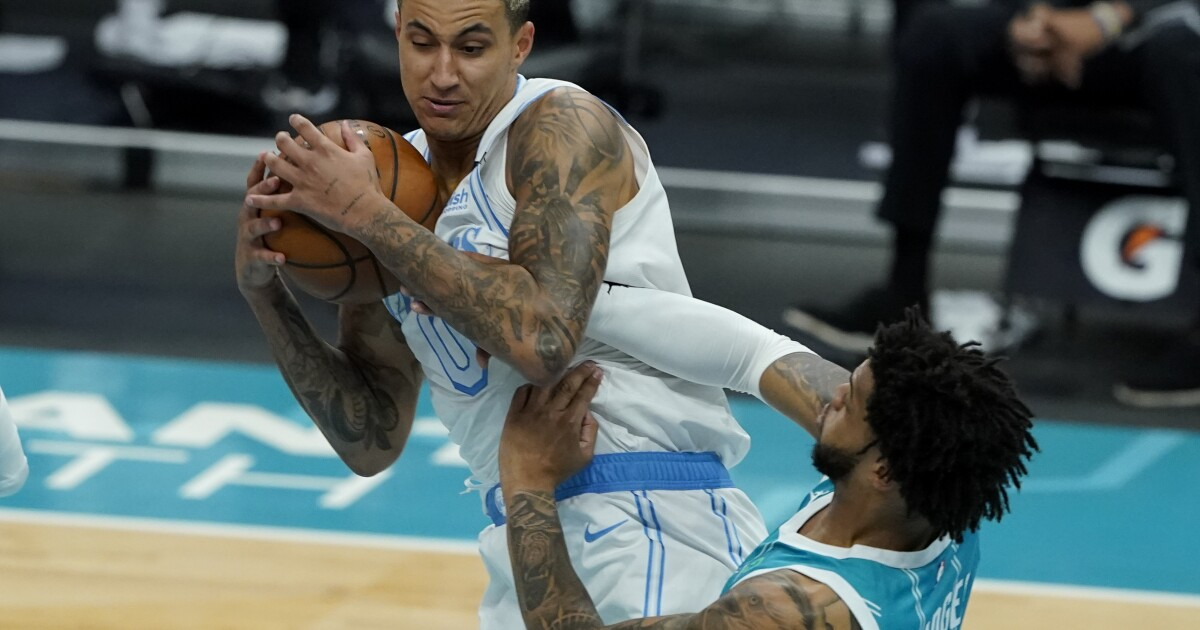 Lakers pull away from Hornets to finish roadtrip with win