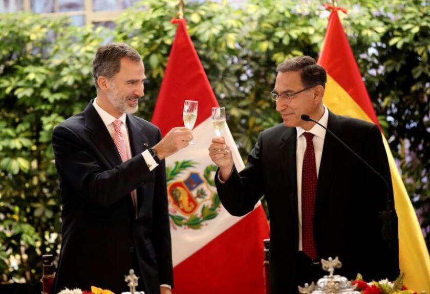 A handout picture provided by the Spanish Royal House shows Spain's King Felipe VI (L) as he toasts with Peru's president Martin Alberto Vizcarra (R) during a welcoming ceremony at Presidential Palace in Lima, Peru, 12 November 2018. Spain's Royal couple are on an official visit to Peru. EPA-EFE/Francisco Gomez / Spanish Royal House / HANDOUT HANDOUT EDITORIAL USE ONLY/NO SALES