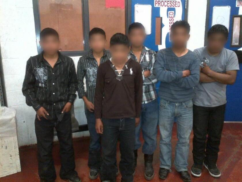 Menores de 17 años de edad viajaban solos y fueron detenidos por la patrulla en Arizona.