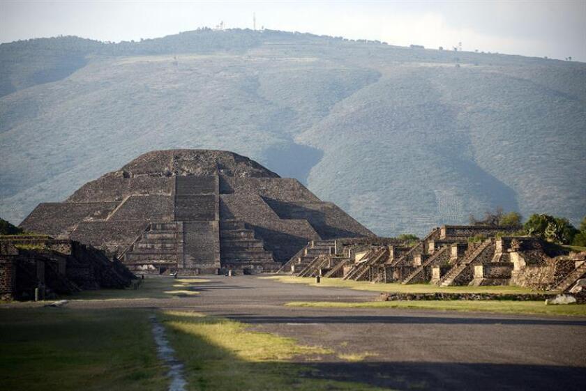 Fotografía cedida por el INAH hoy, miércoles 24 de octubre de 2018, que muestra una vista general de la Pirámide la Luna, en la zona arqueológica de Teotihuacán (México). EFE/Mauricio Marat/INAH/SOLO USO EDITORIAL