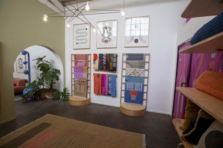 474025_la-hm-block-shop-showroom_2_AJS.JPG