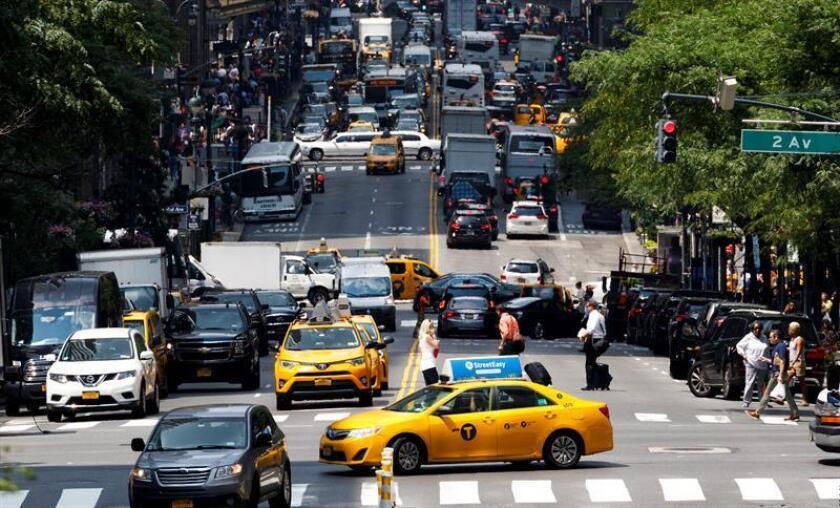 Tres de cada cuatro mujeres que usan el transporte público en Nueva York, el más grande de la nación, han sufrido algún tipo de acoso, de acuerdo con una encuesta, que revela además que al menos la mitad prefiere usar un taxi durante la noche. EFE/Archivo