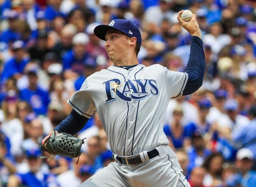 En la imagen, el lanzador de Rayas de Tampa, Blake Snell. EFE/Archivo