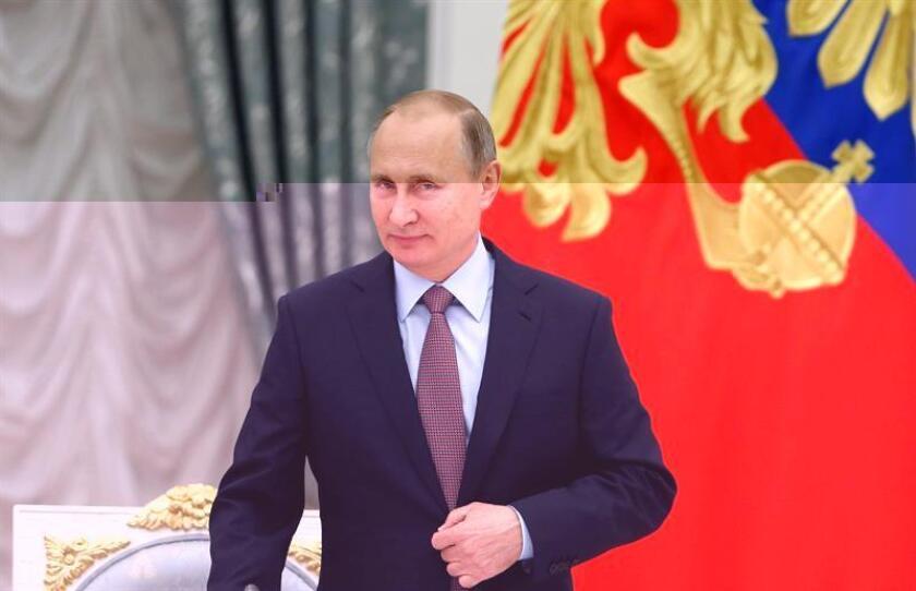 La Casa Blanca sugirió hoy que el líder del Kremlin, Vladímir Putin, sabía y estuvo involucrado en la estrategia de ciberataques rusos para tratar interferir en las elecciones presidenciales de noviembre en EEUU, ganadas por el republicano Donald Trump. EFE/ARCHIVO