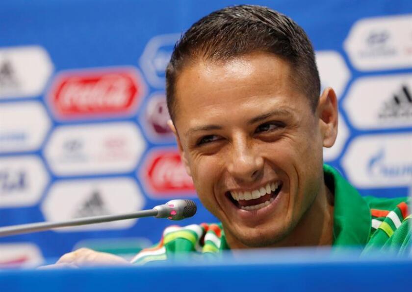 La ausencia del delantero Javier 'Chicharito' Hernández, del West Ham de la Liga Premier de Inglaterra, es lo más llamativo en la selección mexicana de fútbol que enfrentará este mes a Argentina en un par de partidos amistosos. EFE/ARCHIVO