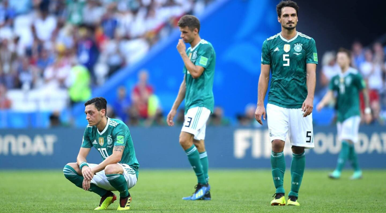 Alemania defendía el título mundial. Y se fue por la puerta trasera. Por primera vez en su historia, quedó eliminado en la primera ronda. No intimidó y no tuvo contundencia en tres partidos. Fue una caricatura.