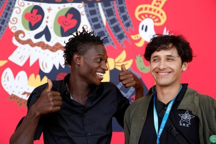 El director del filme Perro Bomba, el chileno Juan Cáceres (d) y el actor haitiano Steeven Benjamin (i) reaccionan tras una entrevista con Efe este martes, 12 de marzo de 2019, en el marco del Festival Internacional de Cine de Guadalajara (FICG), celebrado en la ciudad de Guadalajara, Jalisco (México). EFE