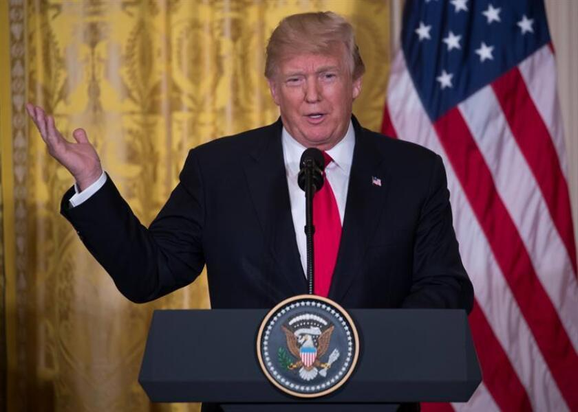 El presidente de los Estados Unidos Donald J. Trump habla durante una rueda de prensa en el Salón Este de la Casa Blanca en Washington (EE.UU.). EFE/Archivo