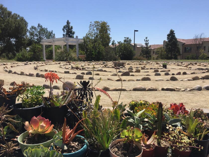 Vista fellowship volunteers build spiral labyrinth for community - The San Diego Union-Tribune