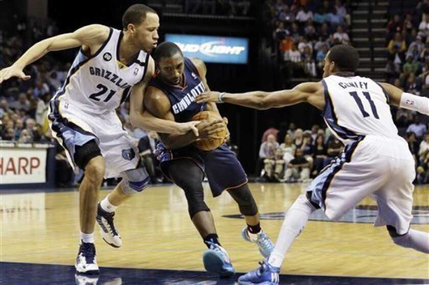 Charlotte Bobcats' Ben Gordon, center, is pressured by Memphis Grizzlies' Tayshaun Prince (21) and Mike Conley (11) during the first half of an NBA basketball game in Memphis, Tenn., Tuesday, April 9, 2013. (AP Photo/Danny Johnston)