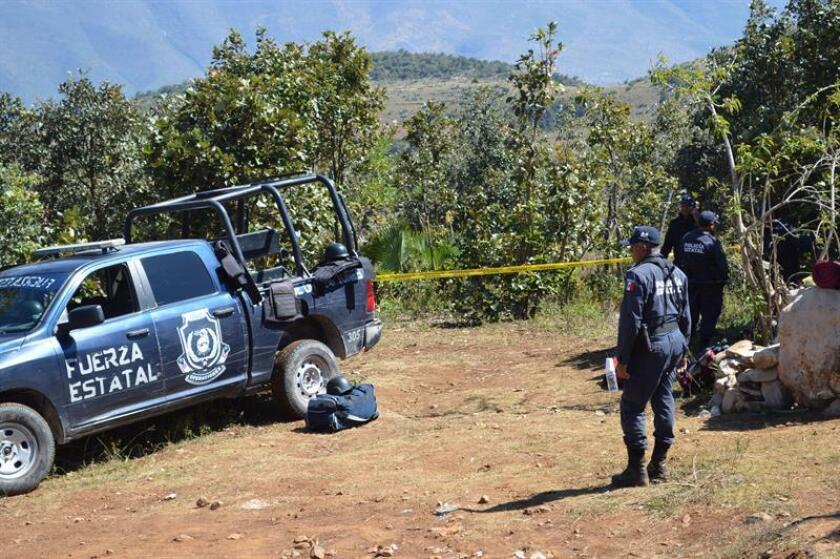 Familiares de personas desaparecidas identificaron tres de los 33 cuerpos hallados en fosas de Zitlala, en el sureño estado mexicano de Guerreo, informó hoy la Fiscalía General del Estado en un comunicado. EFE/ARCHIVO