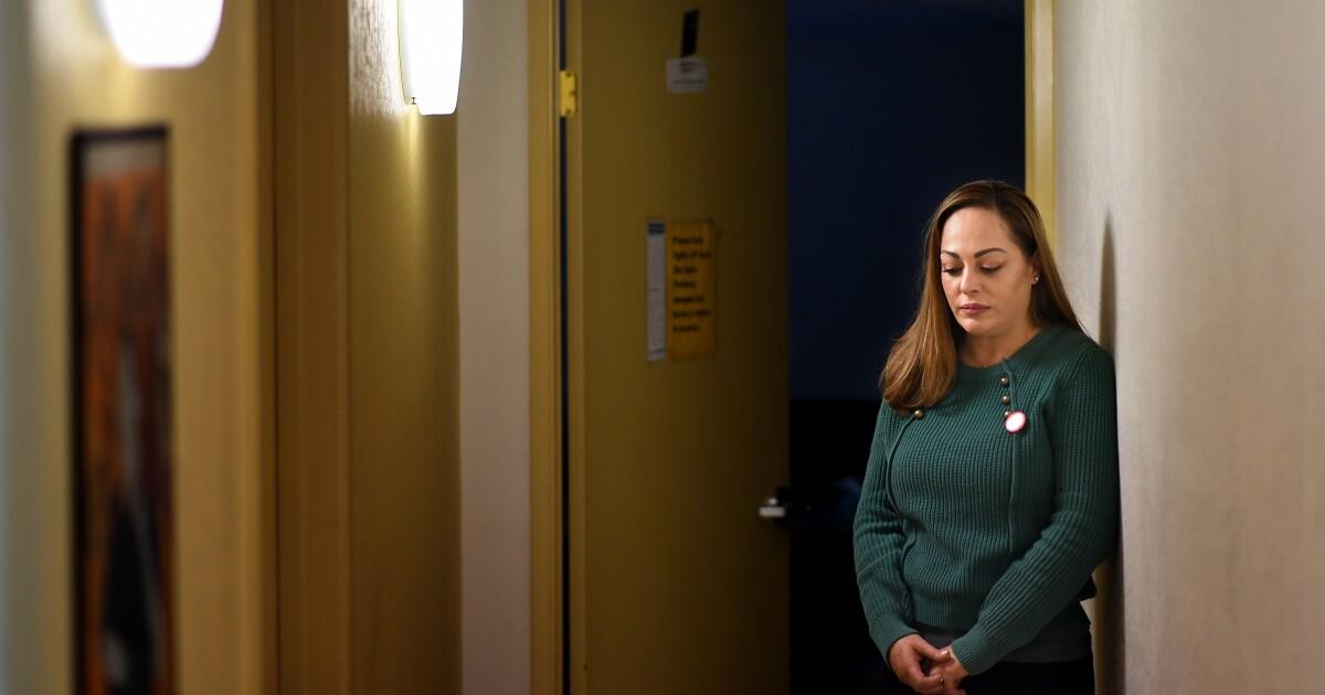 Coronavirus Kräfte einige L. A. Arbeitnehmer zu wählen zwischen, die Ihre Gesundheit oder einen Gehaltsscheck