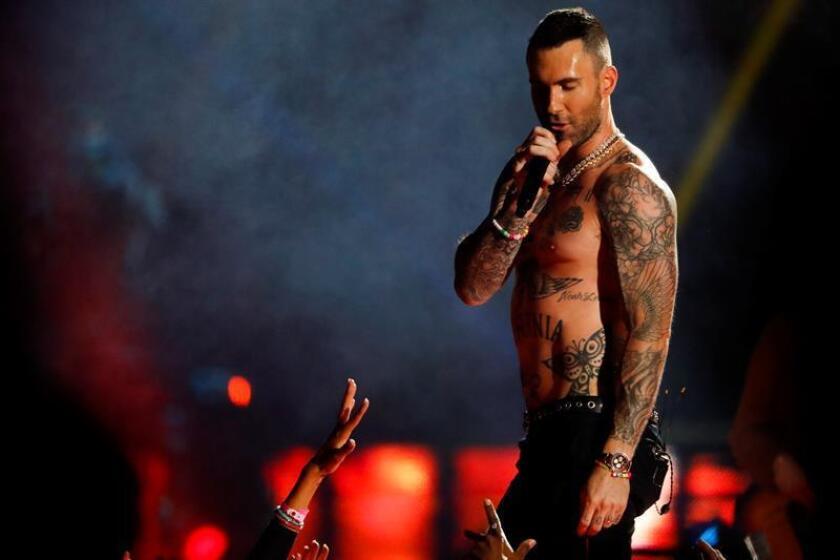 Adam Levine, vocalista de Maroon 5, durante la presentación de medio tiempo del Super Bowl en el Mercedes-Benz Stadium en Atlanta, Georgia (EE.UU.). EFE/Archivo
