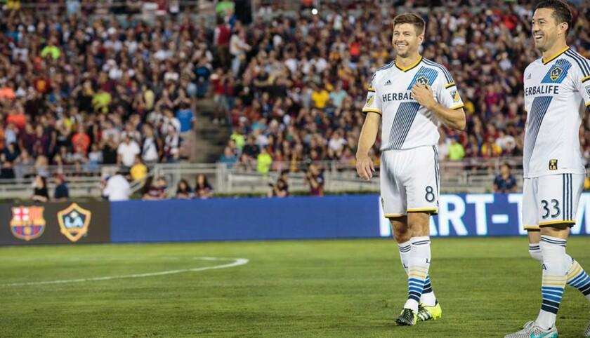 El Galaxy de Steven Gerrard (i) tiene una base fiel de aficionados.