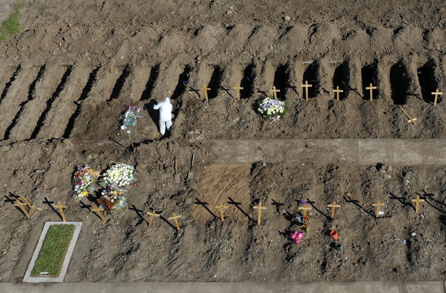 Suben casos en Argentina; cementerios preparan sector COVID - San Diego  Union-Tribune en Español