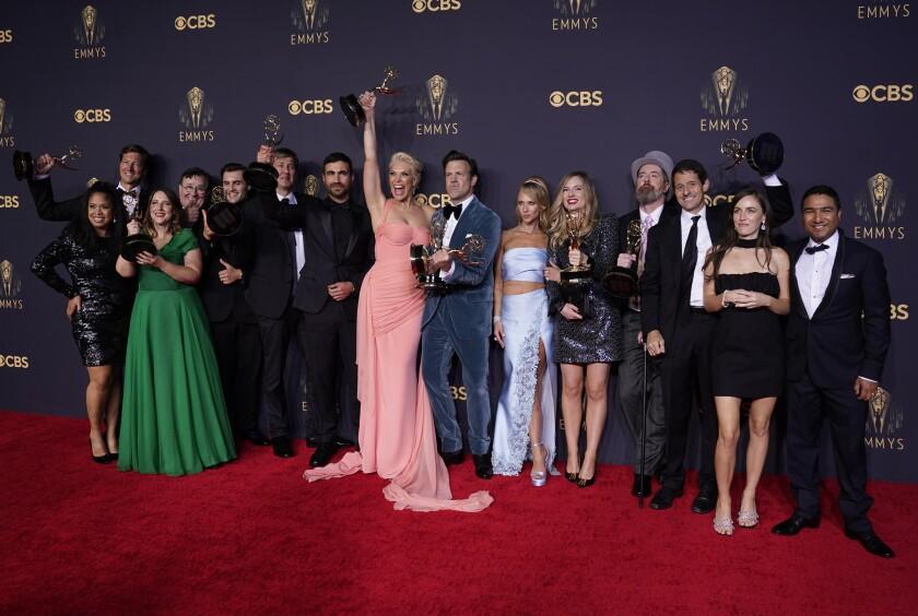 """Brett Goldstein, Hannah Waddingham, Jason Sudeikis, Juno Temple y el elenco y equipo de """"Ted Lasso"""""""