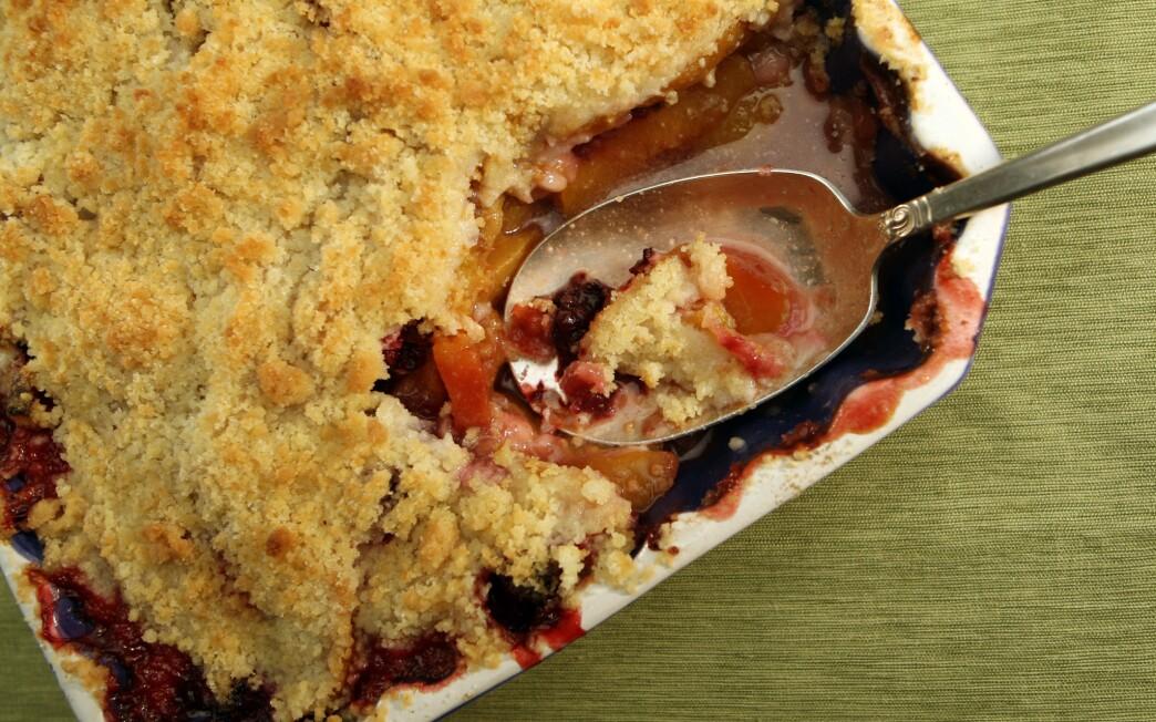 Peach and blackberry crisp