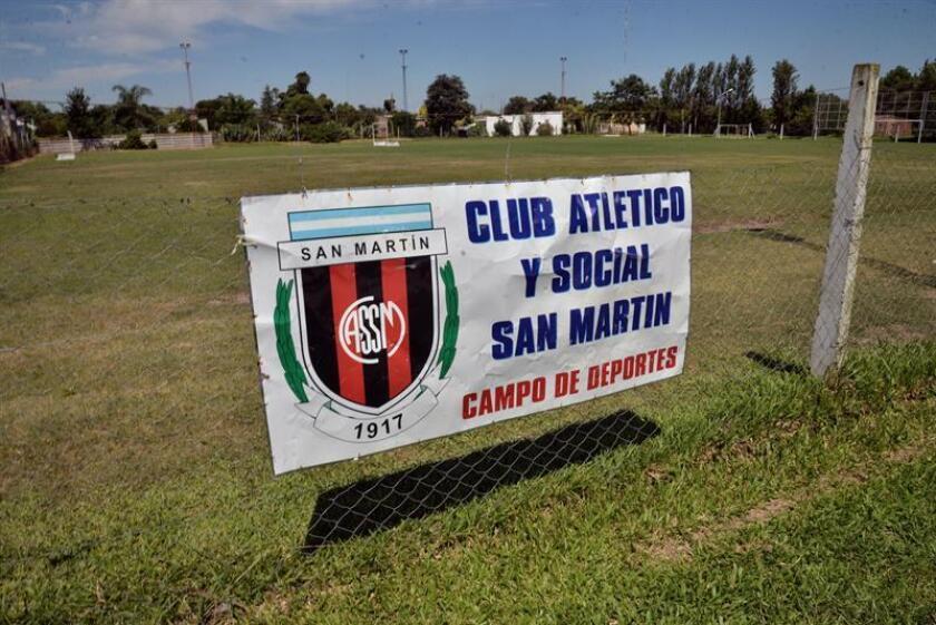 Vista del Club Atlético y Social San Martín, que se encuentra cerrado por luto y donde Emiliano Sala comenzó su carrera como futbolista, este viernes en la localidad de Progreso, provincia de Santa Fe (Argentina). EFE