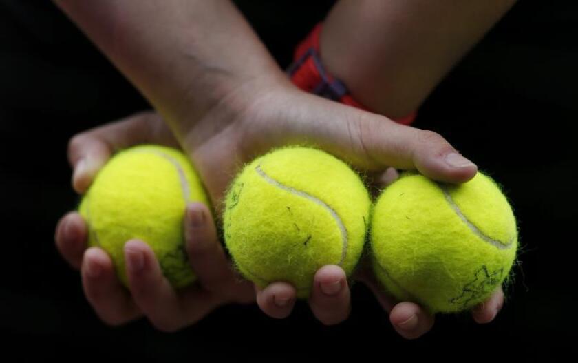 La red de amaños de partidos de tenis desmantelada por la Guardia Civil a finales del mes de octubre se ha saldado con la implicación de 83 personas, de las que 15 fueron detenidas y 68 investigadas, entre ellas 28 tenistas profesionales de las categorías ITF Futures y Challenger.EFE/Archivo